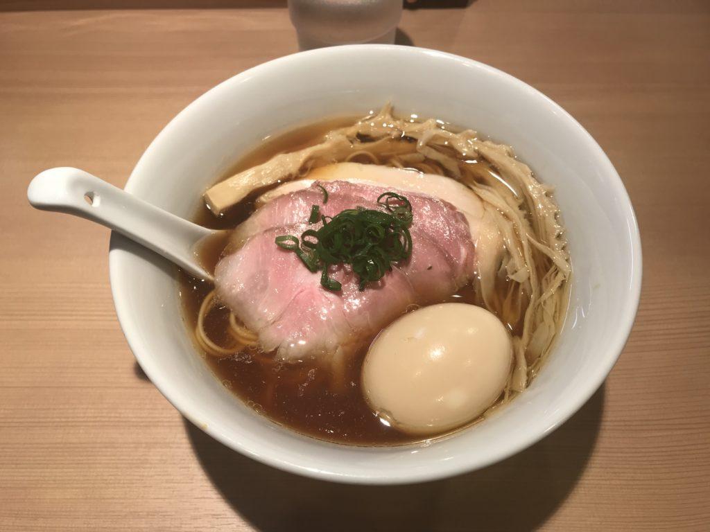 【ラーメンレビュー】新宿三丁目:らぁ麺はやし田の特製醤油らぁ麺を食べてみた