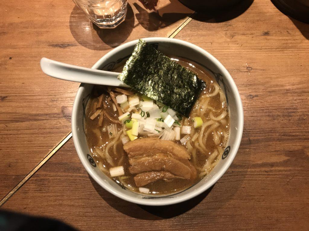 新宿:麺屋武蔵 新宿総本店で濃厚ラーメンを食べてみた【ラーメンレビュー】