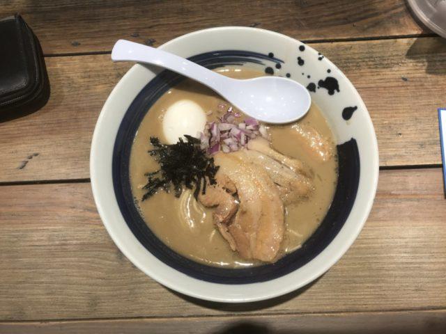 西新宿:麺屋 翔 みなとの特製真鯛白湯ラーメンを食べてみた【ラーメンレビュー】