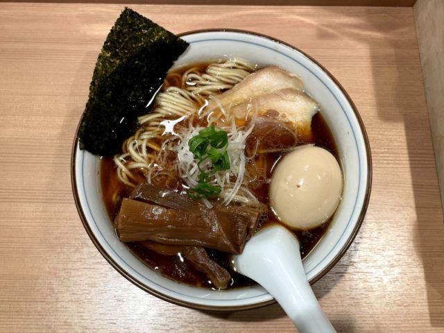新宿三丁目: らぁ麺 くろ渦の特製醤油らぁ麺を食べてみた【ラーメンレビュー】