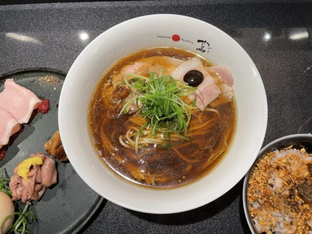 代々木上原:Japanese Soba Noodles 蔦で特製醤油そばを食べてみた【ラーメンレビュー】