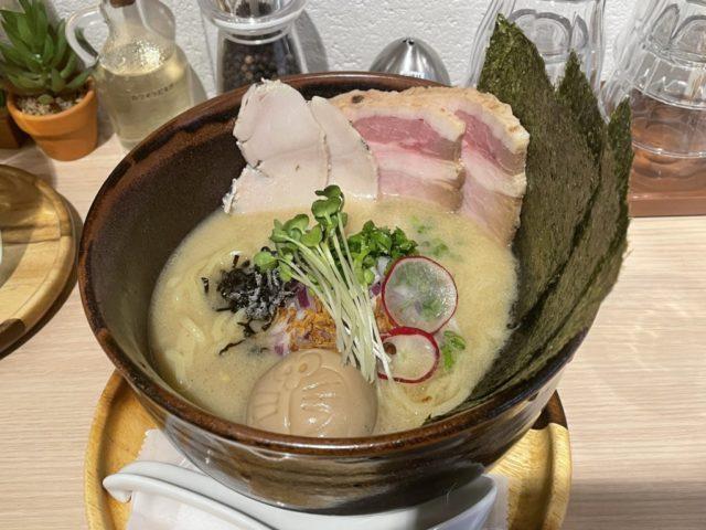 世田谷(上用賀): RAMEN CAFE de IINOの今日はちょっとリッチな塩煮干しを食べてみた【ラーメンレビュー】